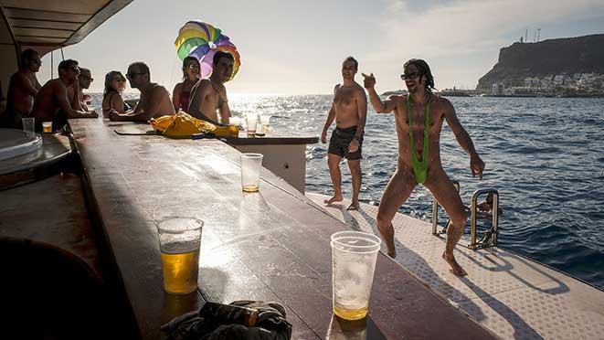 fiesta en barco grupo chicos despedida de solteros puerto rico gran canaria
