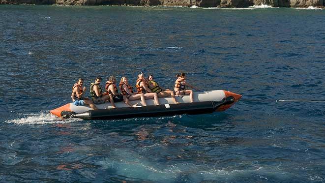 banana boat para todos en la fiesta del barco fiestaboat